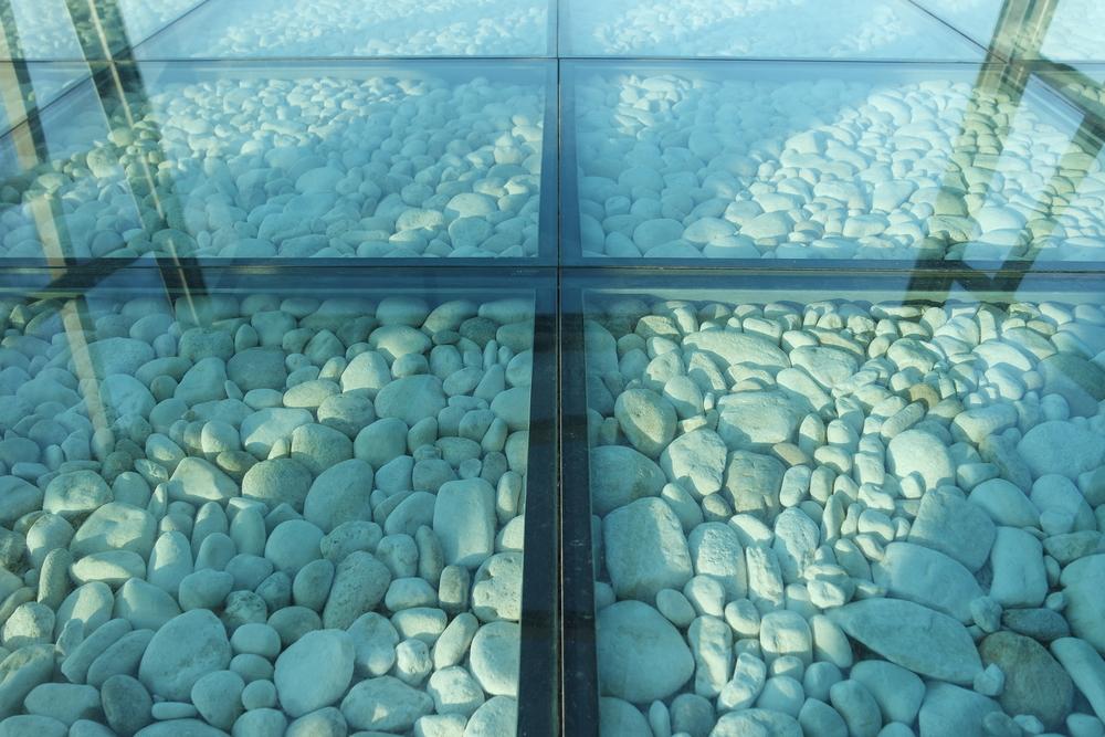 Стеклянный пол. Оригинальный дизайн интерьера